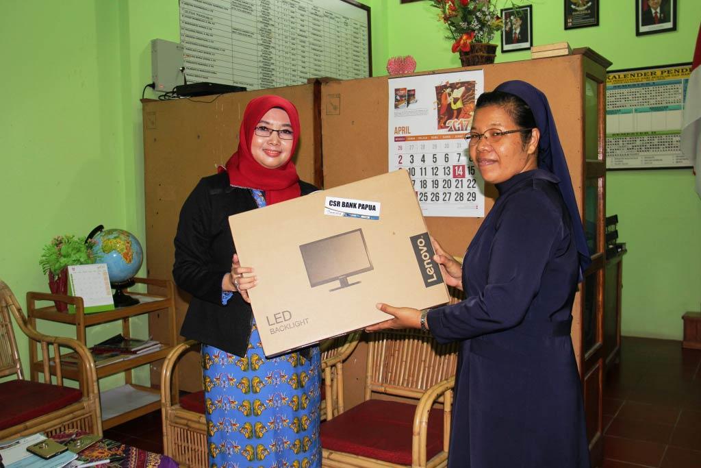 Bantuan CSR SD YPPK Santo Petrus Argapura